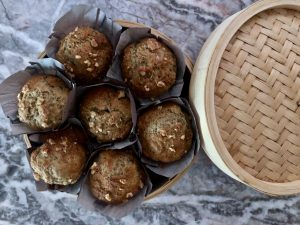 7 muffins in a bamboo steamer