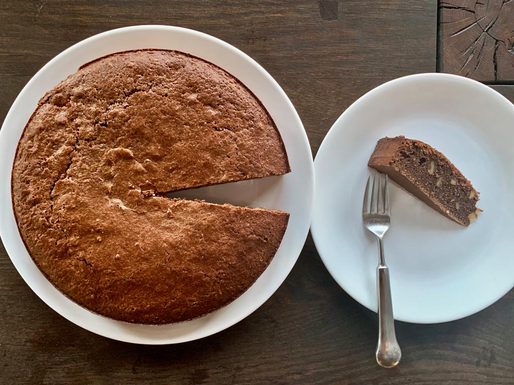 Torte slice on a plate birds eye view